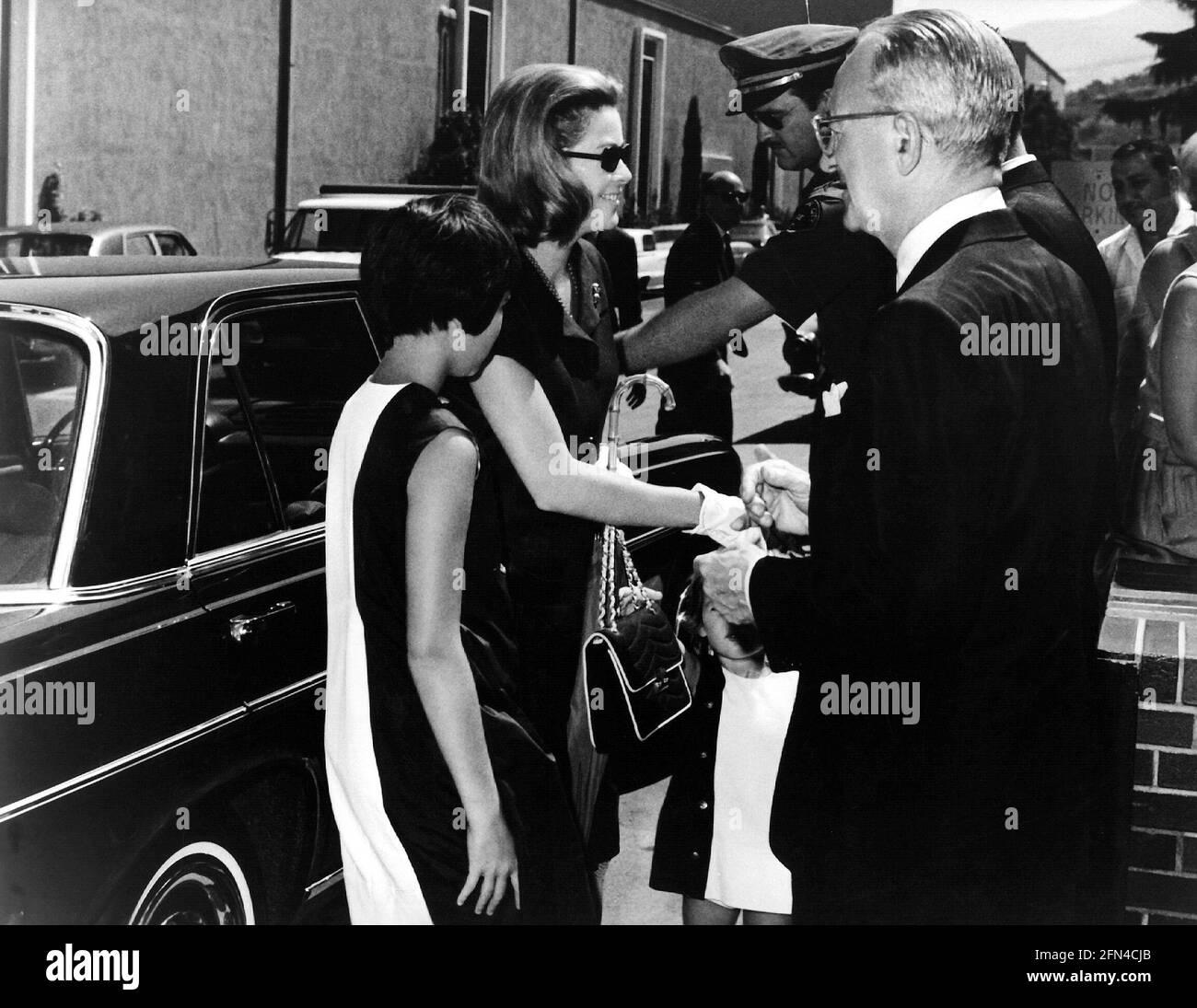 Kelly, Grace, 12.11.1929 - 14.9.1982, actrice américaine, demi-longueur, Avec sa fille Caroline, 1967 ans, DROITS-SUPPLÉMENTAIRES-AUTORISATION-INFO-NON-DISPONIBLE Banque D'Images