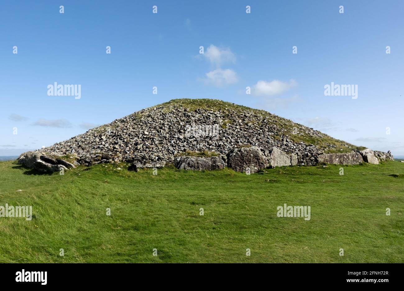 Loughcrews Ancient passage Tombs, Co Meath, Irlande, le cairn est connu localement sous le nom de la grotte des sorcières Banque D'Images