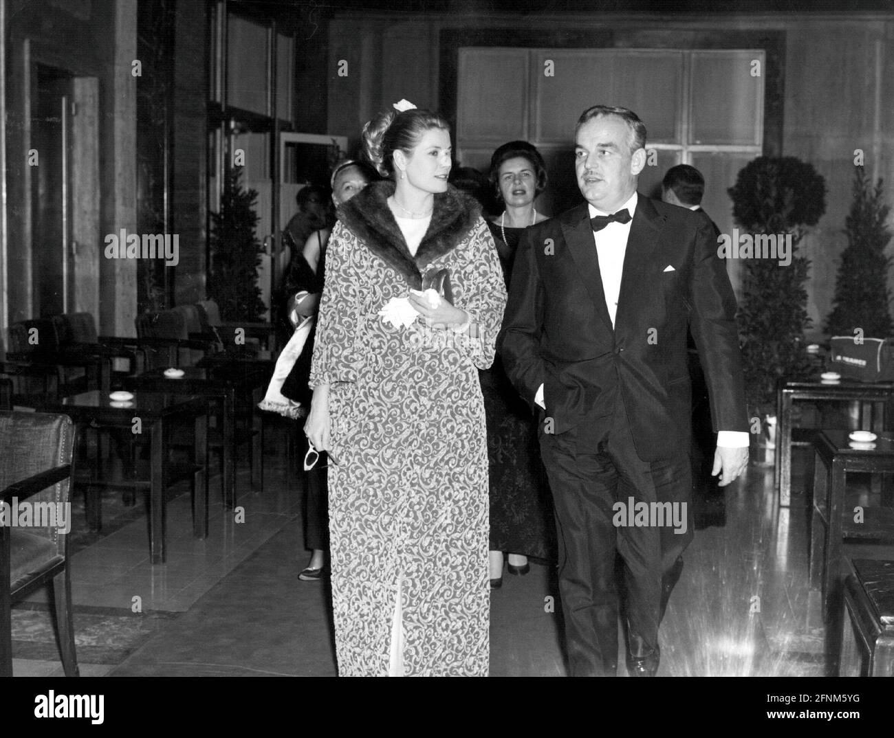 Kelly, Grace, 12.11.1929 - 14.9.1982, actrice américaine, demi-longueur, INFO-AUTORISATION-DROITS-SUPPLÉMENTAIRES-NON-DISPONIBLE Banque D'Images