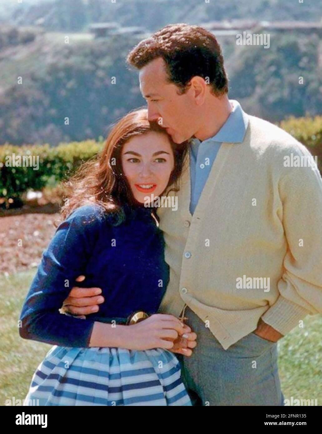 VIC DAMONE (1928-2018) chanteur américain, acteur de cinéma et présentateur de télévision avec la première femme Pier Angeli vers 1955 Banque D'Images