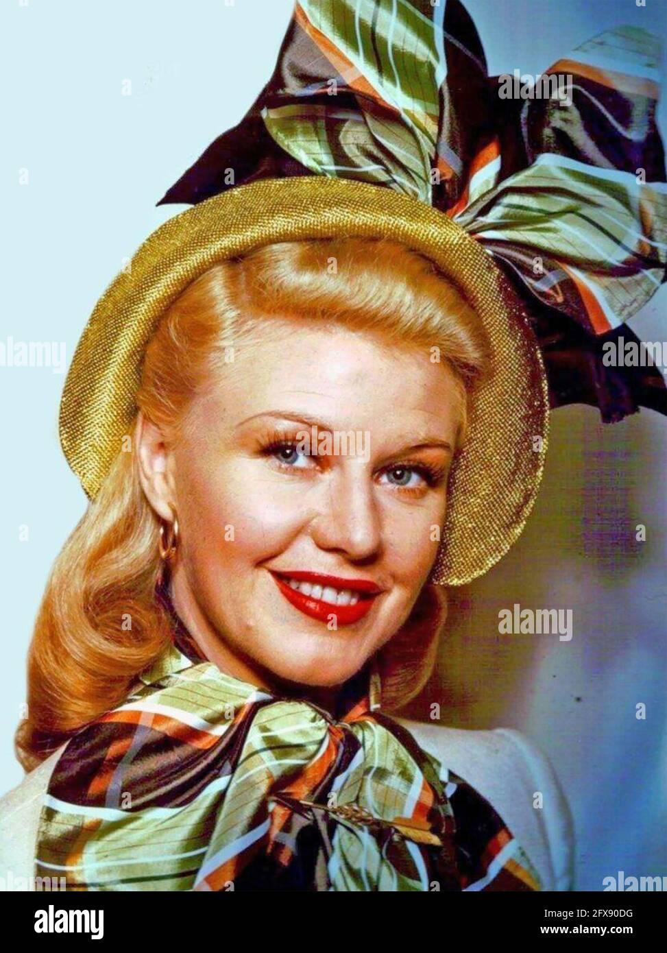 GINGER ROGERS (1911-1995) actrice et danseuse américaine vers 1943 Banque D'Images