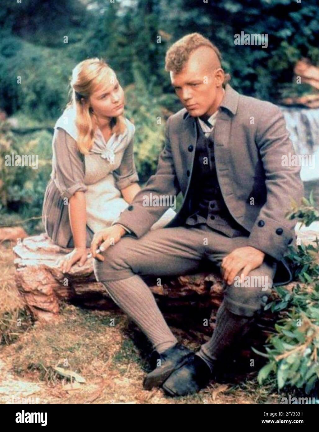 LA LUMIÈRE DANS LA FORÊT 1958 Buena Vista distribution film Avec Carol Lynley et James MacArthur Banque D'Images