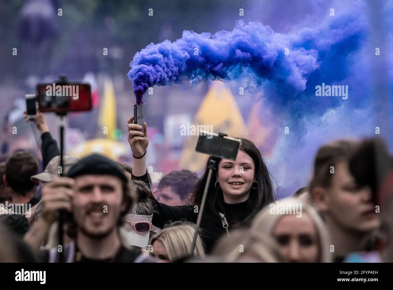 Londres, Royaume-Uni. 29 mai 2021. Tuez la protestation contre le projet de loi : des milliers de manifestants issus de diverses organisations militantes défilent jusqu'à Westminster pour manifester contre un projet de loi de police qui pourrait voir l'introduction d'un projet de loi sur le crime imposant de sévères restrictions au droit de manifester. Credit: Guy Corbishley/Alamy Live News Banque D'Images