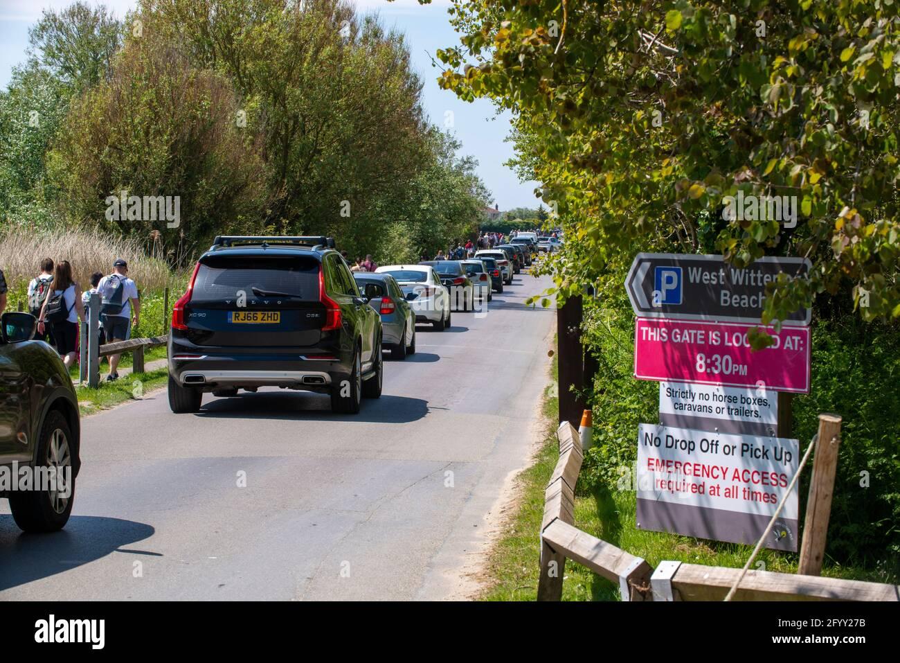 West Wittering, West Sussex, Royaume-Uni. 30 mai 2021. Fantastique Mai Bank vacances temps attire la foule à West Wittering; plage avec des bouchons de circulation et des files d'attente à l'ouest des domaines wittering parking crédit: Gary Blake / Alay Live News Banque D'Images