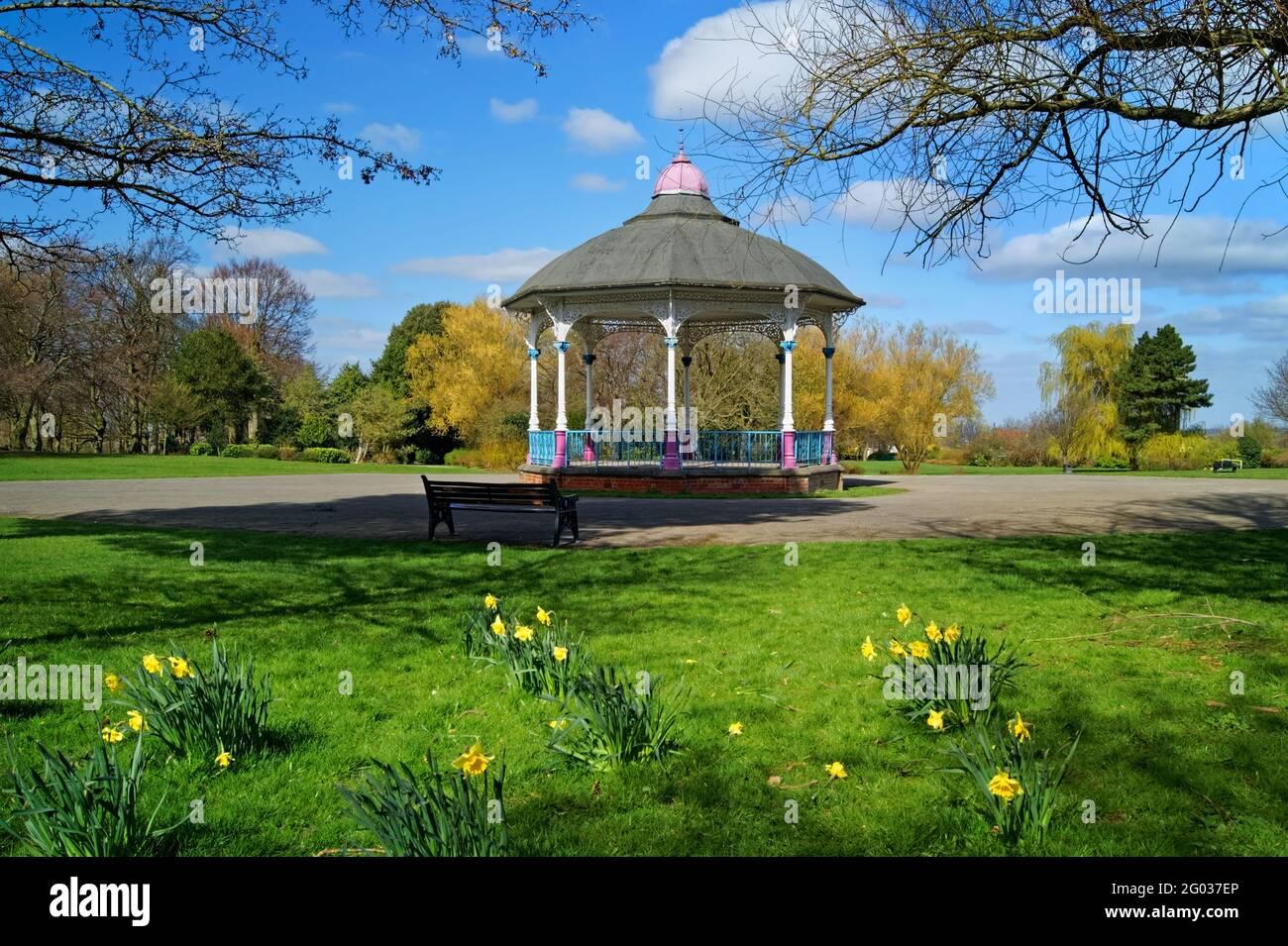 Royaume-Uni, Yorkshire du Sud, Barnsley, kiosque à musique Locke Park Banque D'Images