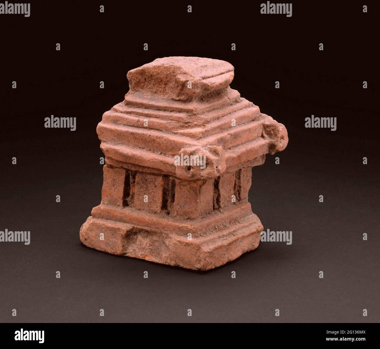 Fragment d'un modèle architectural - 14ème/15ème siècle - Indonésie Java oriental. Terre cuite. 1301 - 1500. Banque D'Images