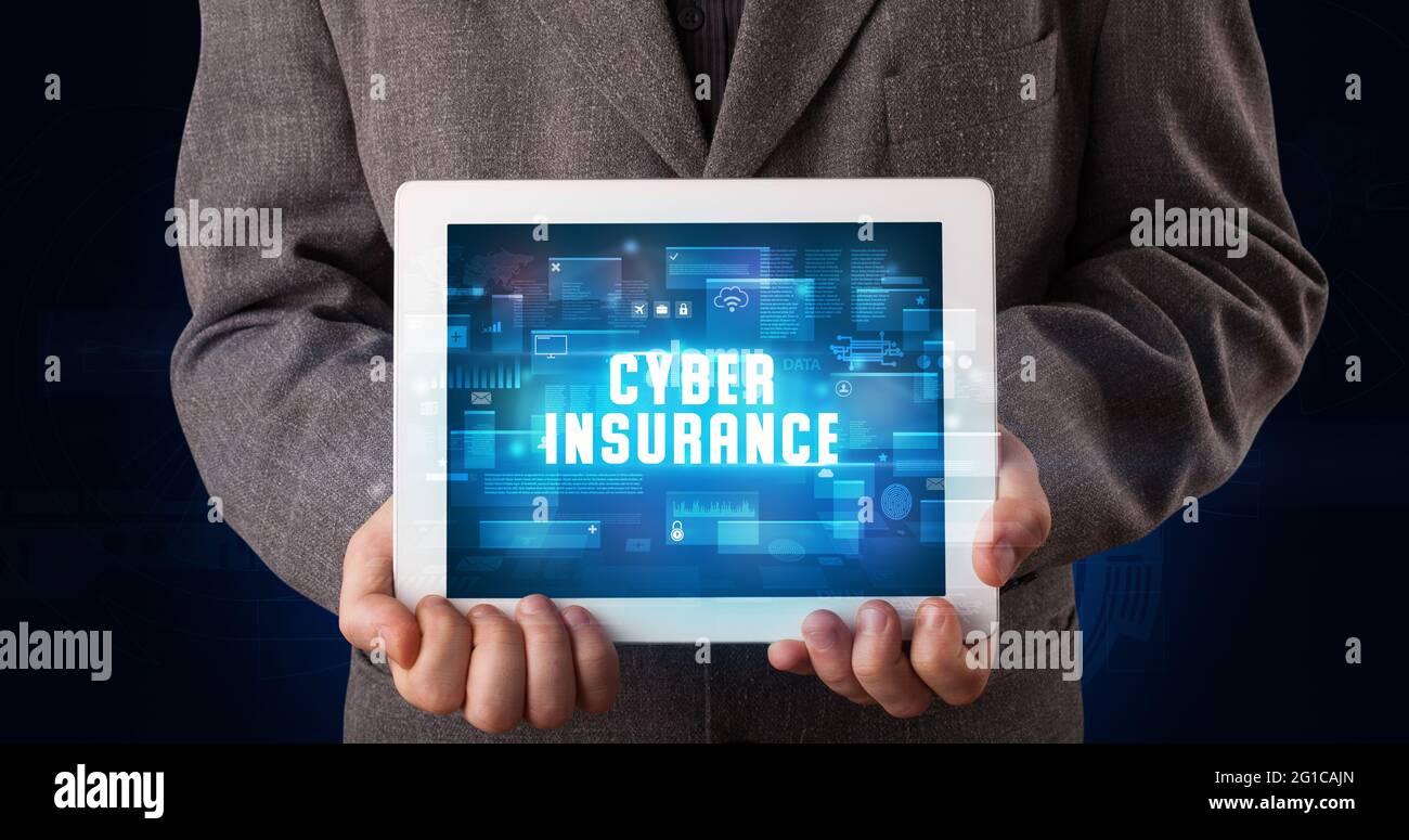 Personne tenant une tablette, concept de sécurité Banque D'Images