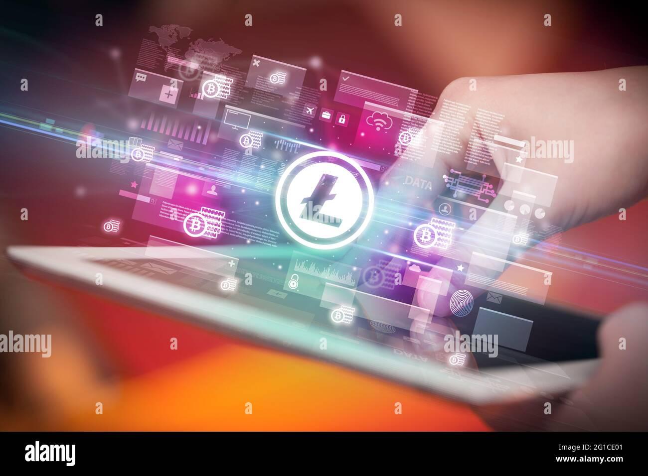 Gros plan d'une main avec tablette, concept de devise Banque D'Images