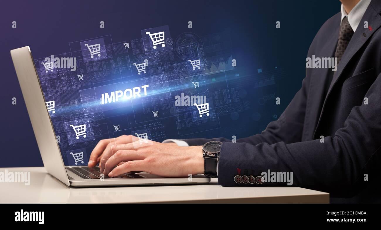 Homme d'affaires travaillant sur le concept d'ordinateur portable Banque D'Images