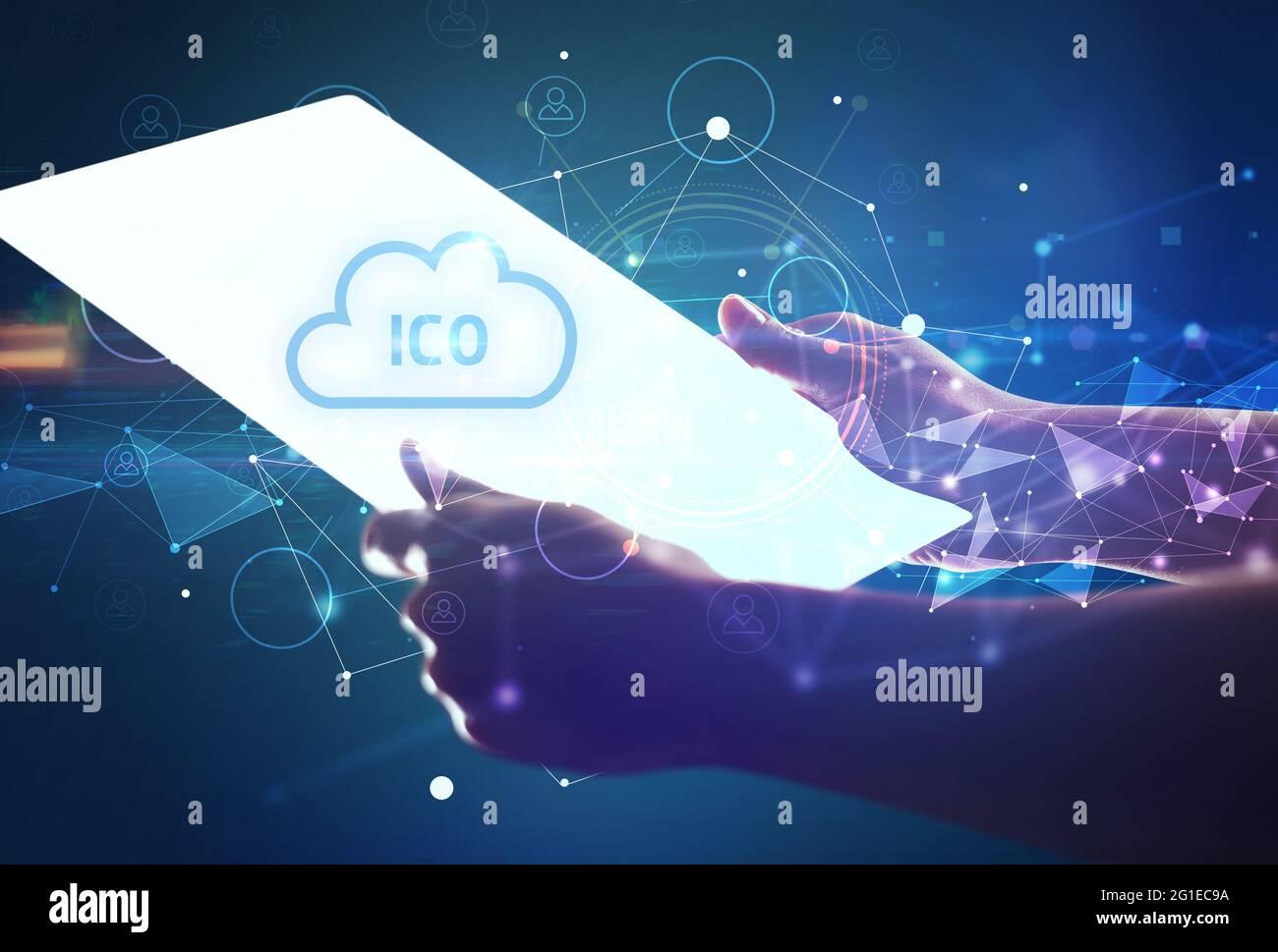 Concept de tablette futuriste de Holdig main Banque D'Images