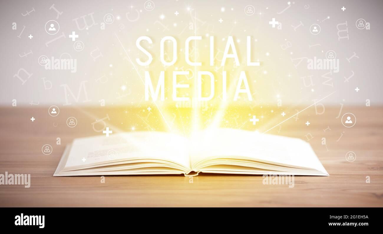 livre ouvert, concept de réseautage social Banque D'Images