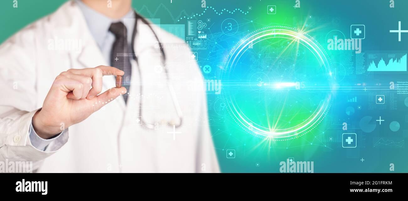Gros plan d'un médecin vous donnant une pilule Banque D'Images