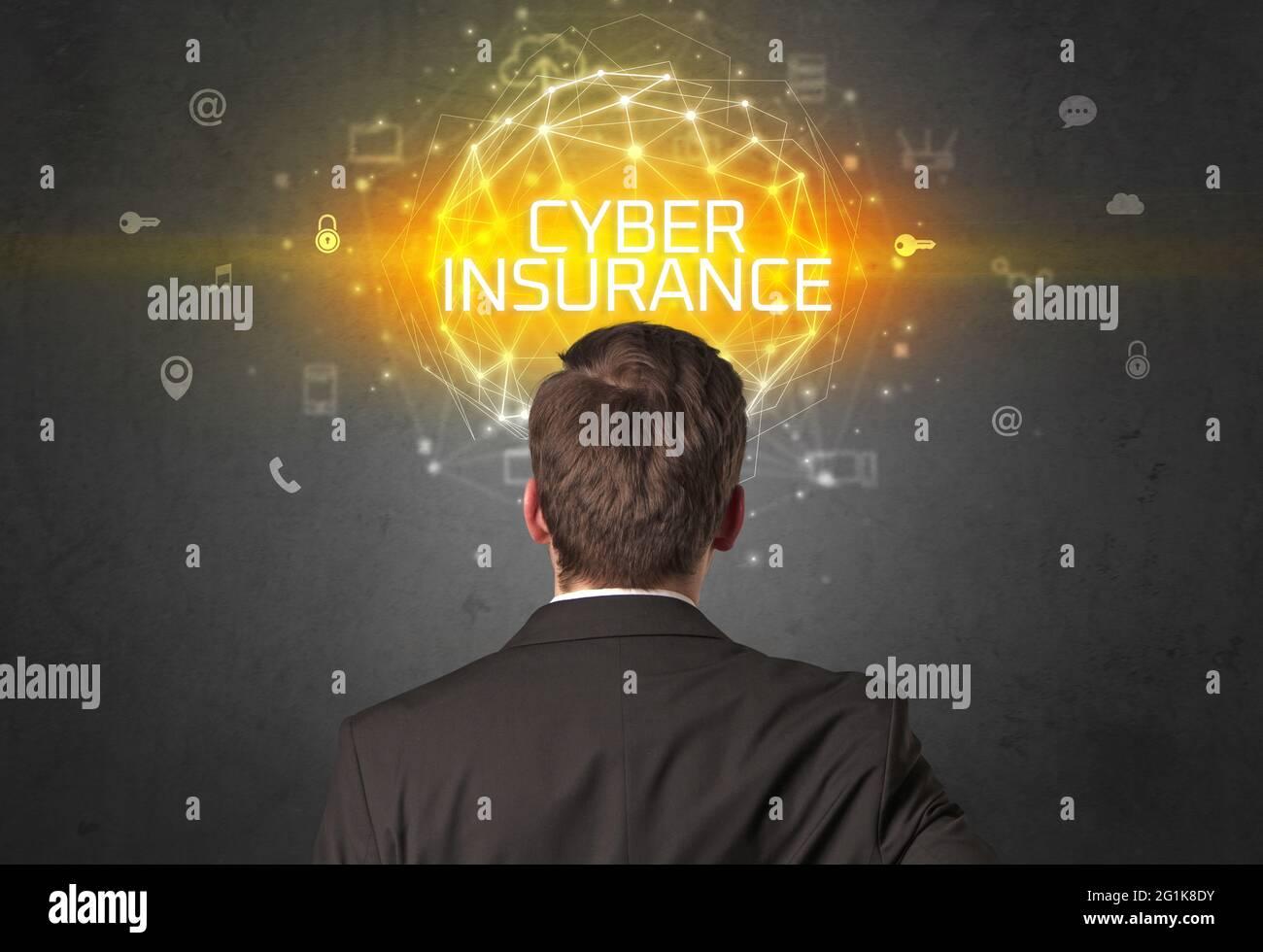 Vue arrière d'un homme d'affaires, concept de sécurité en ligne Banque D'Images