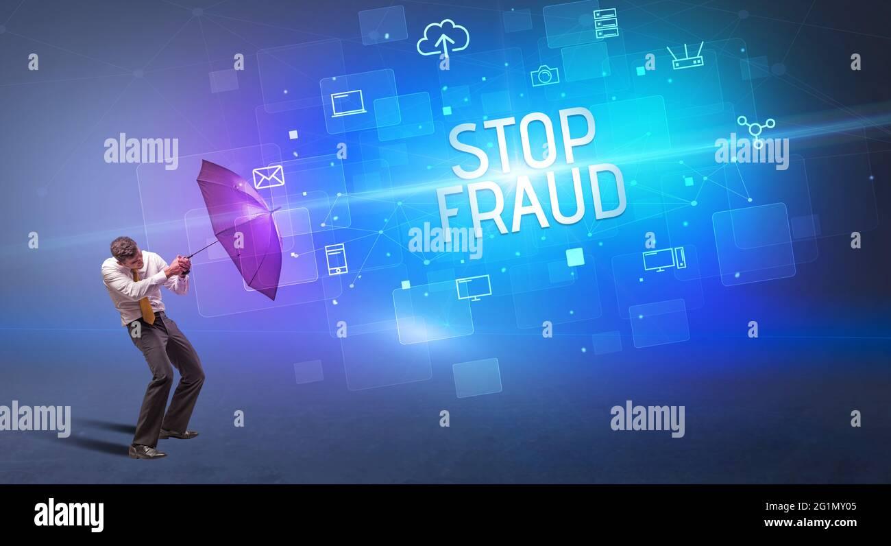 se défendre avec un parapluie contre les cyber-attaques Banque D'Images
