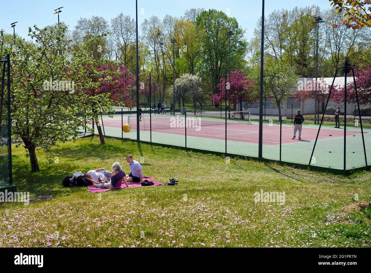 France, Val de Marne, Champigny sur Marne, parc du Tremblay, court de tennis Banque D'Images