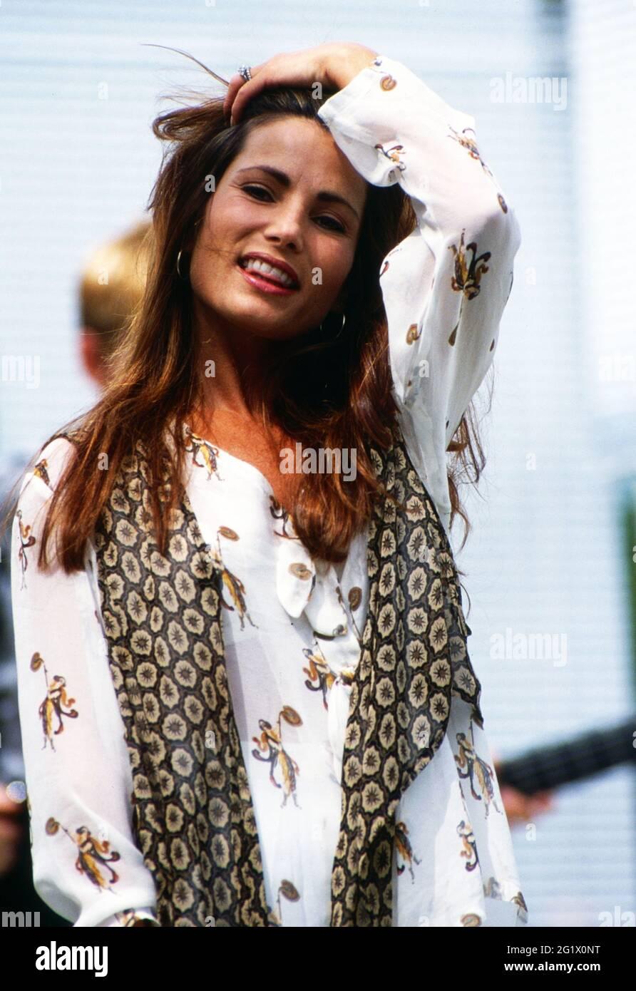 ZDF Fernsehgarten, Sonntagsunterhaltung aus dem Garten des ZDF à Mayence, Sendung vom 5. Juli 1992, Gaststar: Sängerin Robin Beck Banque D'Images