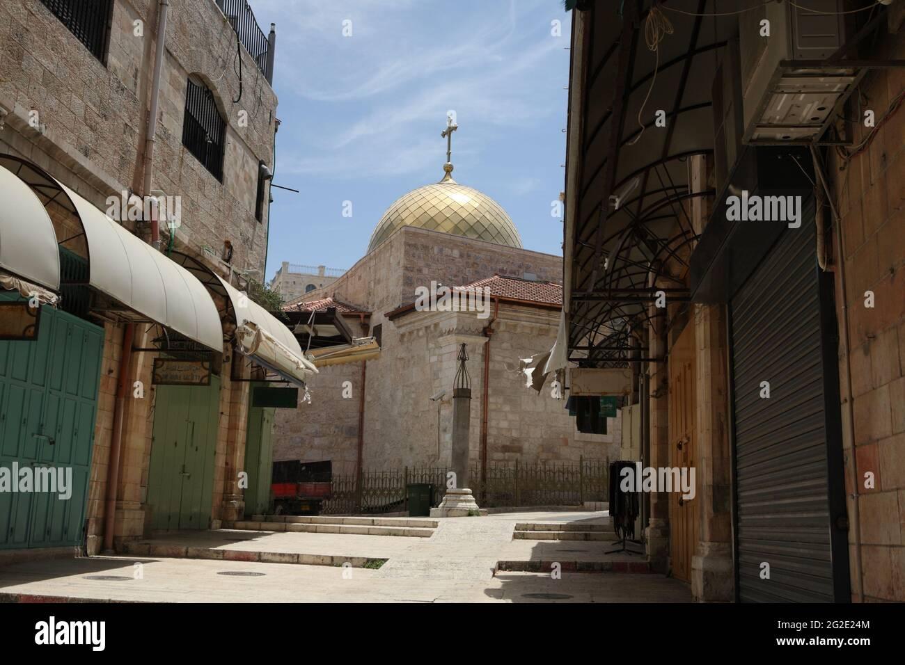 Église orthodoxe grecque, bâtiment extérieur et dôme de Saint Jean-Baptiste dans le Muristan vide en raison de Covid 19, le quartier chrétien de la vieille ville Banque D'Images