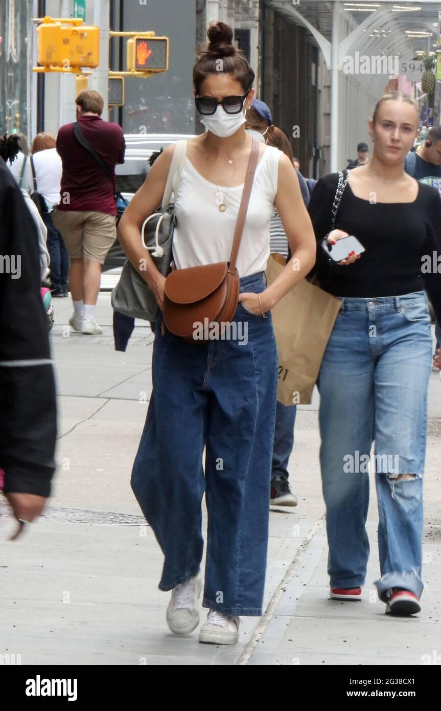 New York, NY, États-Unis. 14 juin 2021. Katie Holmes a vu se réveiller autour de Soho dans la ville de New York le 14 juin 2021. Crédit : RW/Media Punch/Alamy Live News Banque D'Images