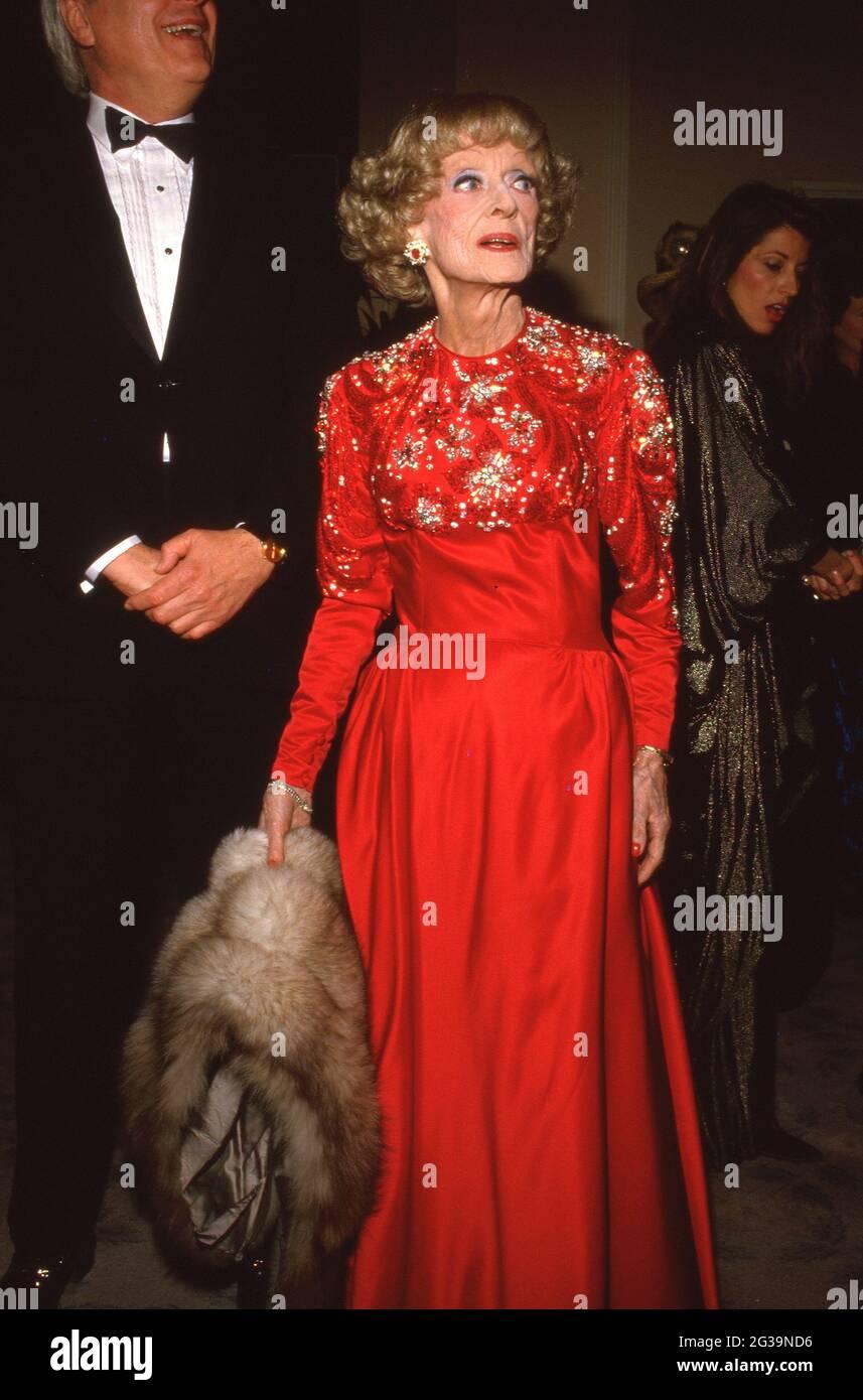 Bette Davis au cinquième prix annuel du cinéma américain le 30 janvier 1988 à l'hôtel Beverly Hilton de Beverly Hills, Californie crédit: Ralph Dominguez/MediaPunch Banque D'Images