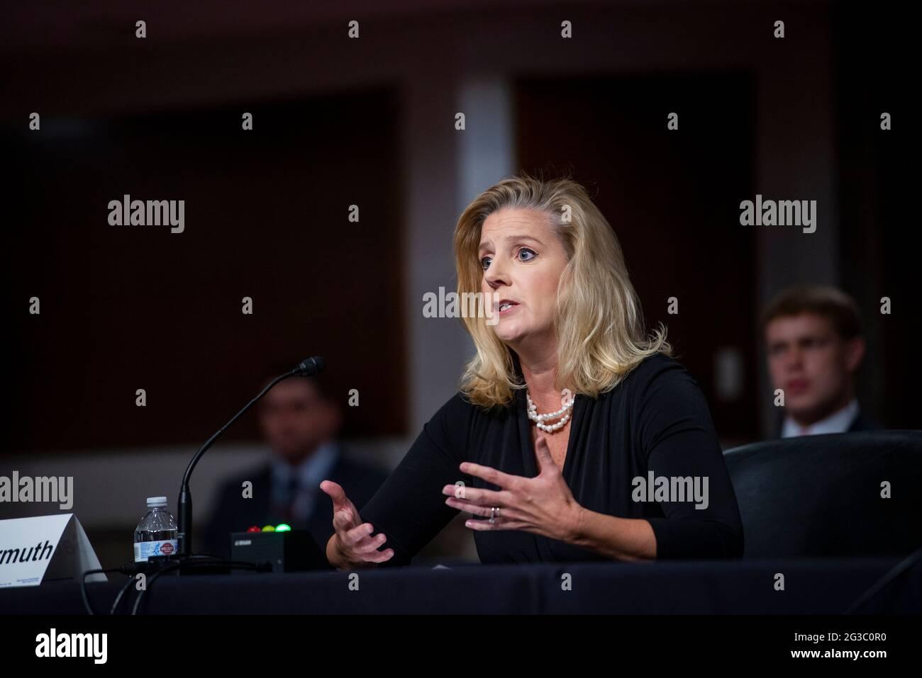 La secrétaire de l'Armée de terre, Christine Wormuth, comparaît devant une audience du Comité sénatorial des services armés pour examiner la position du ministère de l'Armée de terre à l'examen de la demande d'autorisation de défense pour l'exercice 2022 et les années à venir Programme de défense, dans l'édifice Dirksen du Bureau du Sénat à Washington, DC, le mardi 15 juin 2021. Crédit : Rod Lamkey/CNP/MediaPunch Banque D'Images