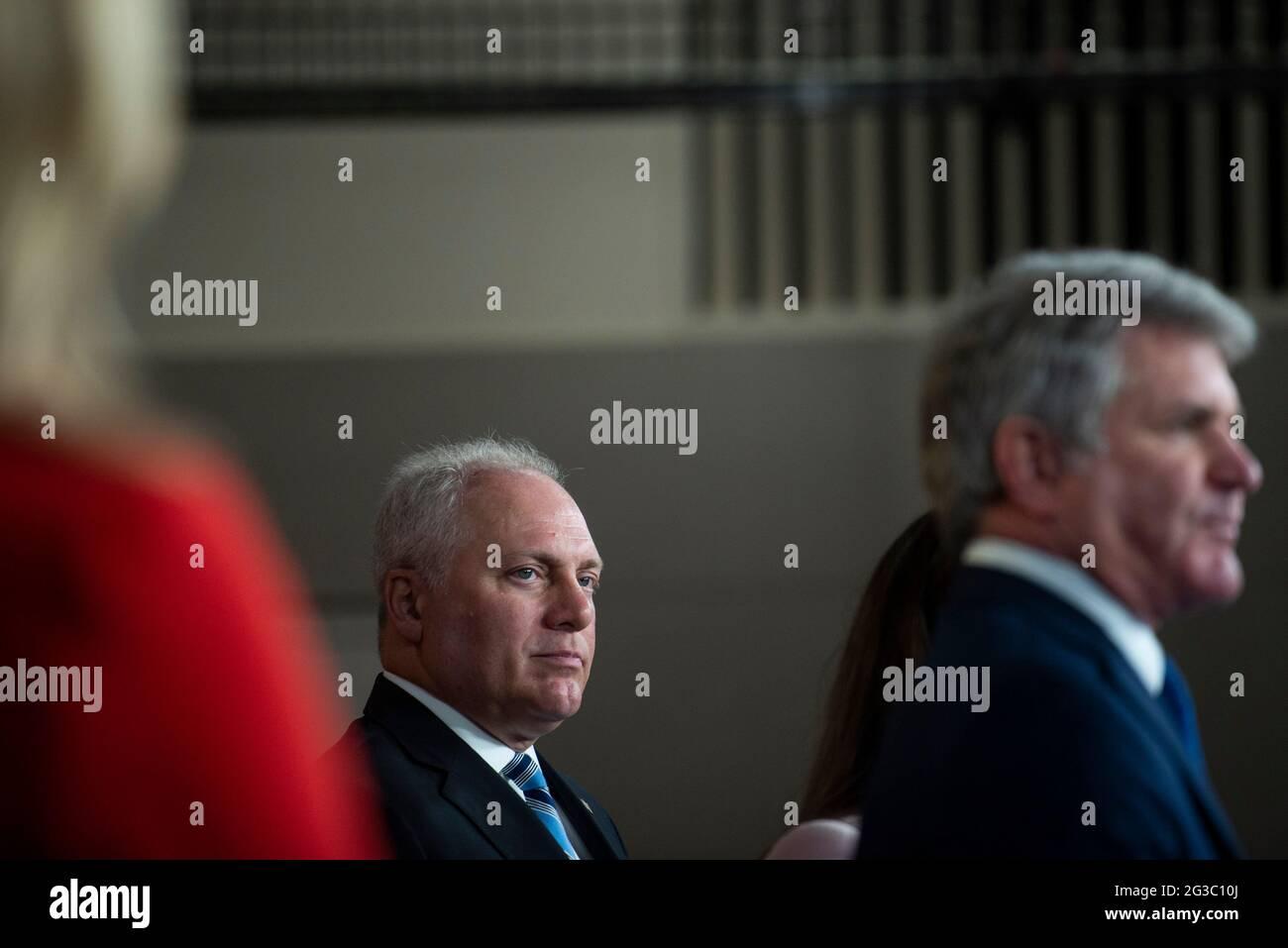 Le whip de la minorité de la Maison des États-Unis Steve Scalise (républicain de Louisiane) attend pour faire des remarques lors d'une conférence de presse au Capitole des États-Unis, à Washington, DC, le mardi 15 juin, 2021. Crédit : Rod Lamkey/CNP/MediaPunch Banque D'Images