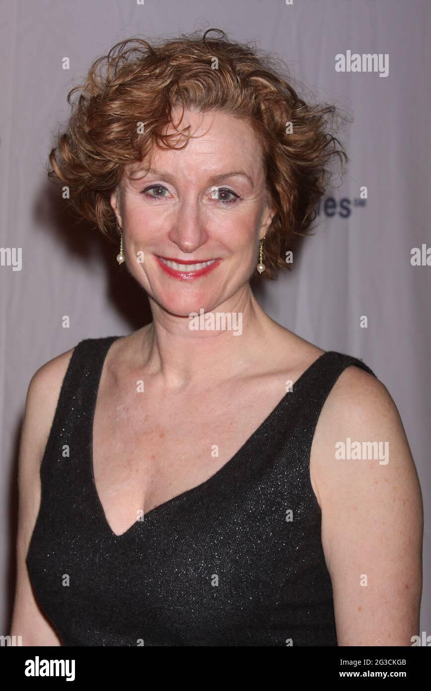 Lisa Banes participe à la soirée d'ouverture de la production de Noel Coward's Present Laughter au American Airlines Theatre de New York le 21 janvier 2010. Crédit photo : Henry McGee/MediaPunch Banque D'Images