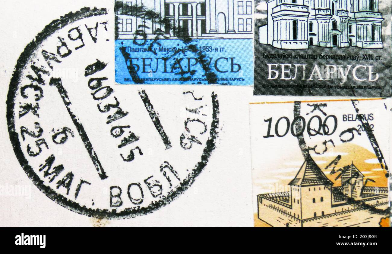 MOSCOU, RUSSIE - 17 AVRIL 2021 : timbres-poste imprimés en Biélorussie montre le cachet de poste de Babruysk daté de 2015 Banque D'Images