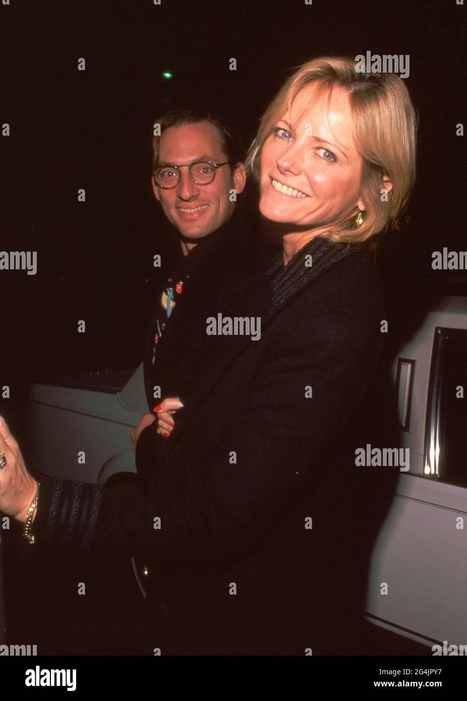 Cheryl Tiegs et Tony Peck lors de la première de 'Valmont' Los Angeles à l'Academy Theatre de Beverly Hills, Californie 14 novembre 1988 crédit: Ralph Dominguez/MediaPunch Banque D'Images