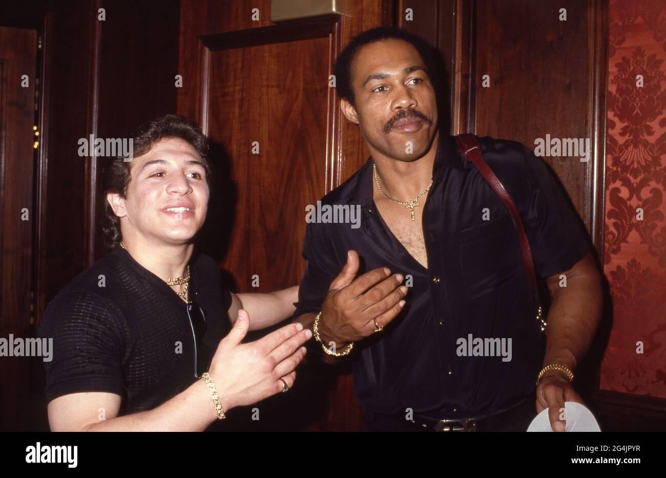Ray 'Boom Boom' Mancini et Ken Norton Circa années 80 crédit: Ralph Dominguez/MediaPunch Banque D'Images