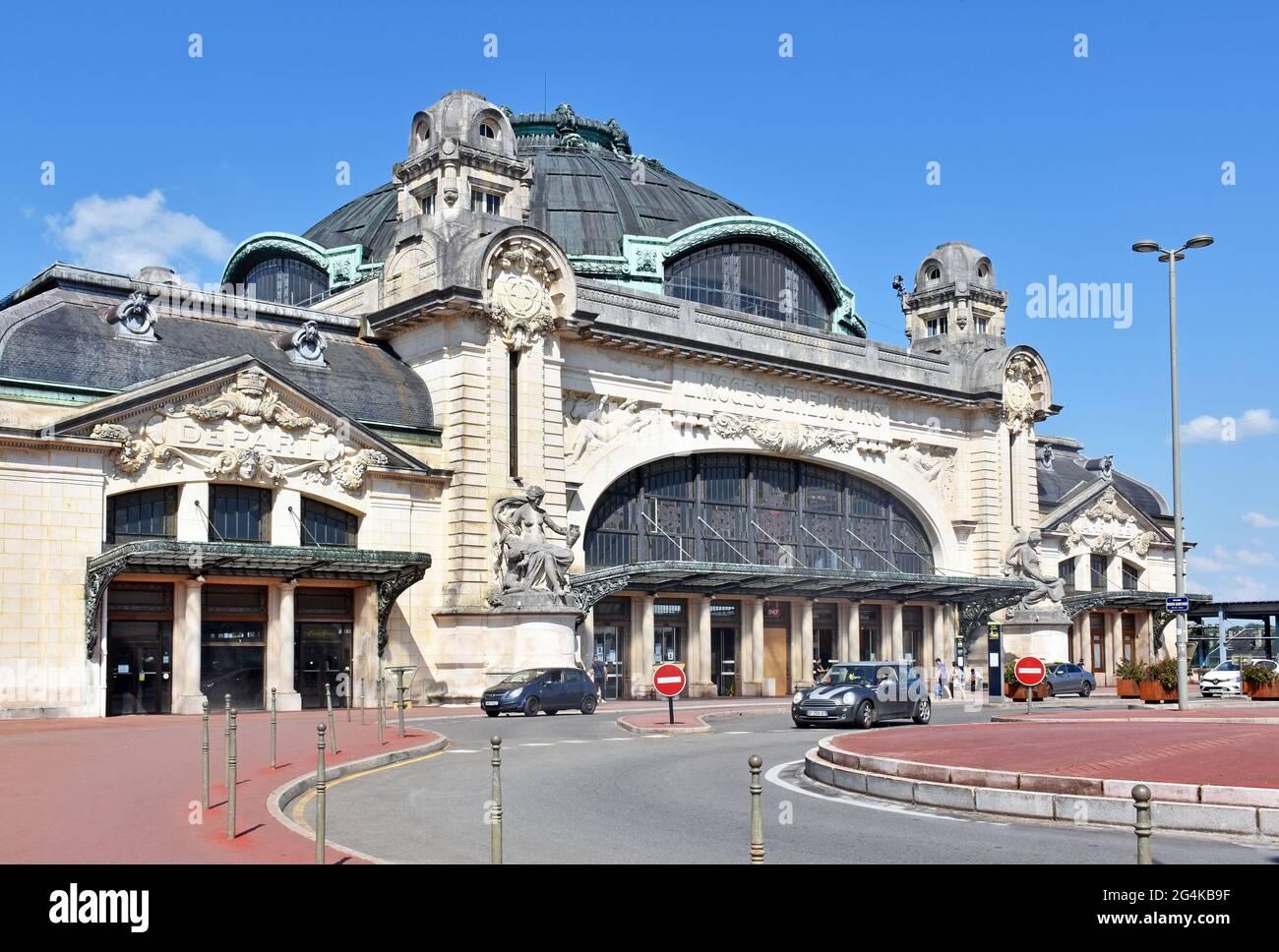 La gare de Limoges-Bénédictins, un bâtiment fantastique, principalement de style Beaux-Arts, avec des éléments néo-byzantins et Louis-seize, Limoges, France Banque D'Images
