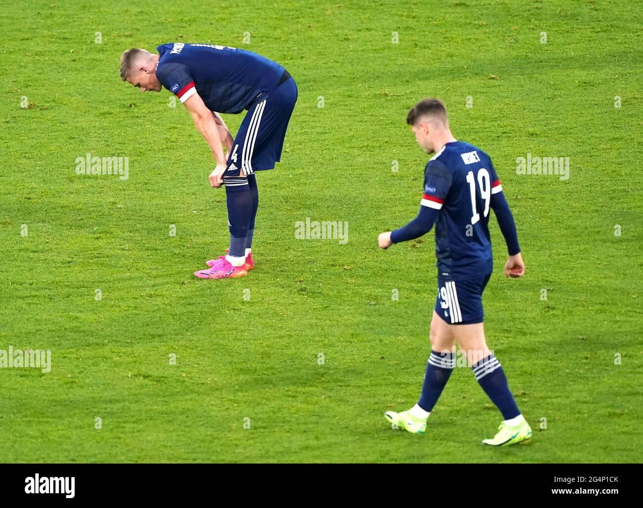 Les joueurs écossais réagissent après le coup de sifflet final lors du match de l'UEFA Euro 2020 Group D à Hampden Park, Glasgow. Date de la photo: Mardi 22 juin 2021. Banque D'Images
