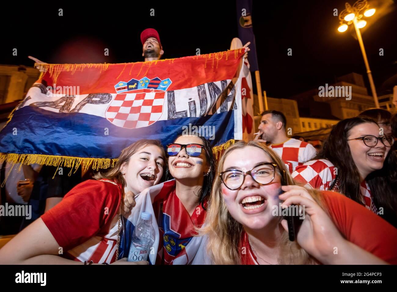 Croatie, 22/06/2021, l'atmosphère sur la place Ban Josip Jelacic tout en regardant un match de football entre la Croatie et l'Écosse à 2020 euros pour avancer à la ronde de 16. Les fans fêtent la Croatie 3-1 gagnent l'Ecosse et se rendent à la ronde de 16. Banque D'Images