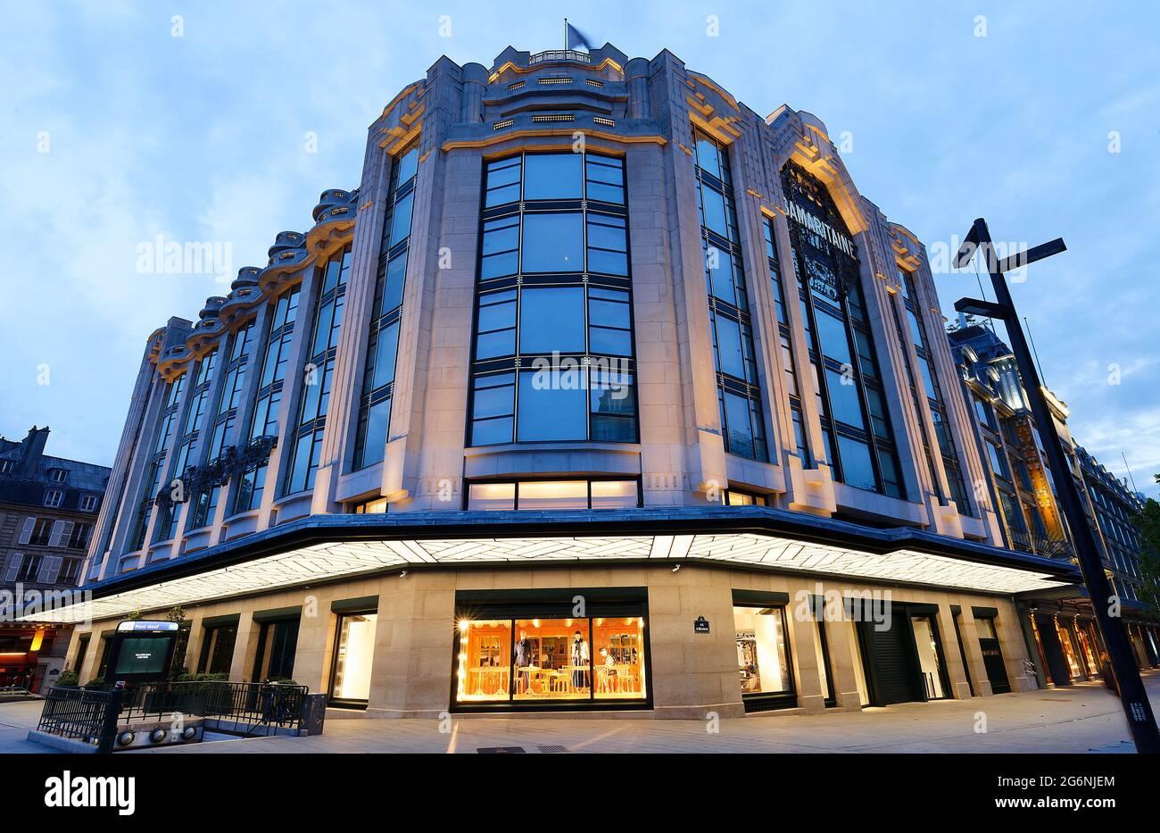 Samaritaine est un grand magasin situé dans le premier arrondissement de Paris, en France. Niché entre la Seine et la rue de Rivoli Banque D'Images