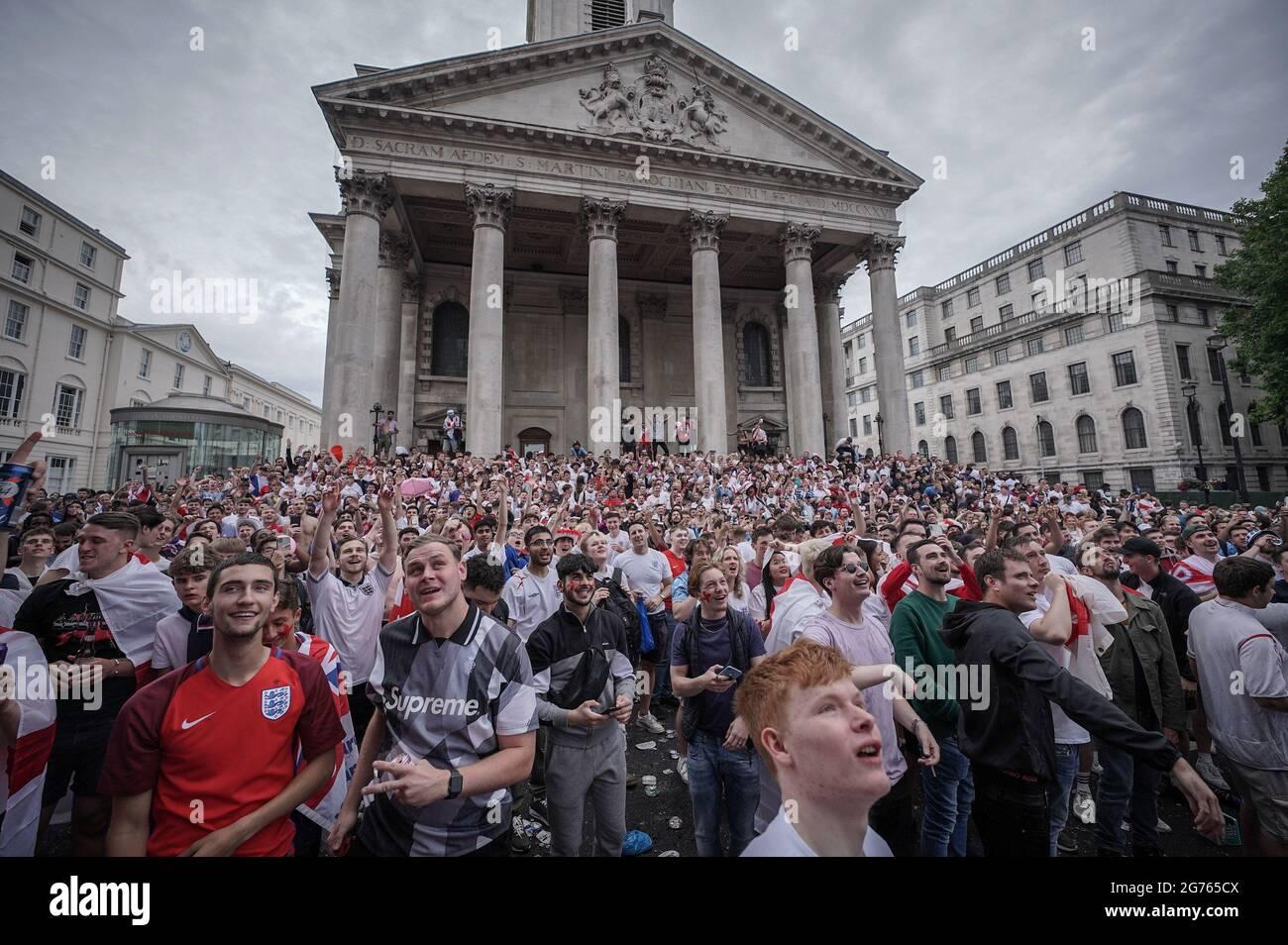 Londres, Royaume-Uni. 11 juillet 2021. Euro 2020 : les fans se rassemblent à Westminster avant la finale du match entre l'Angleterre et l'Italie. Credit: Guy Corbishley/Alamy Live News Banque D'Images