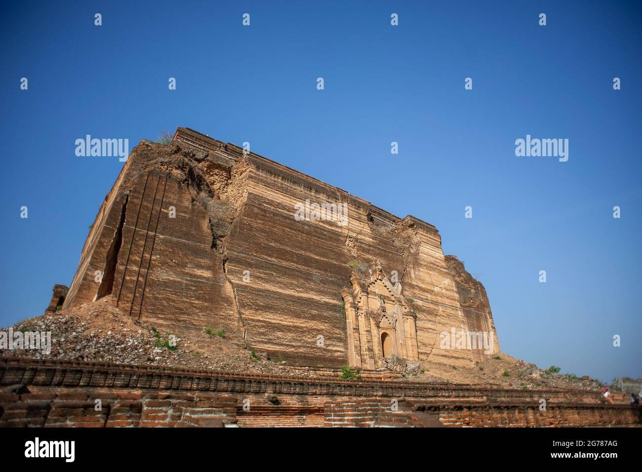 Détruit la pagode de Mingun Pahtodawgyi près de Mandalay, au Myanmar. Commencé en 1790, il n'a jamais été fini après un tremblement de terre dévastateur en 1839 Banque D'Images