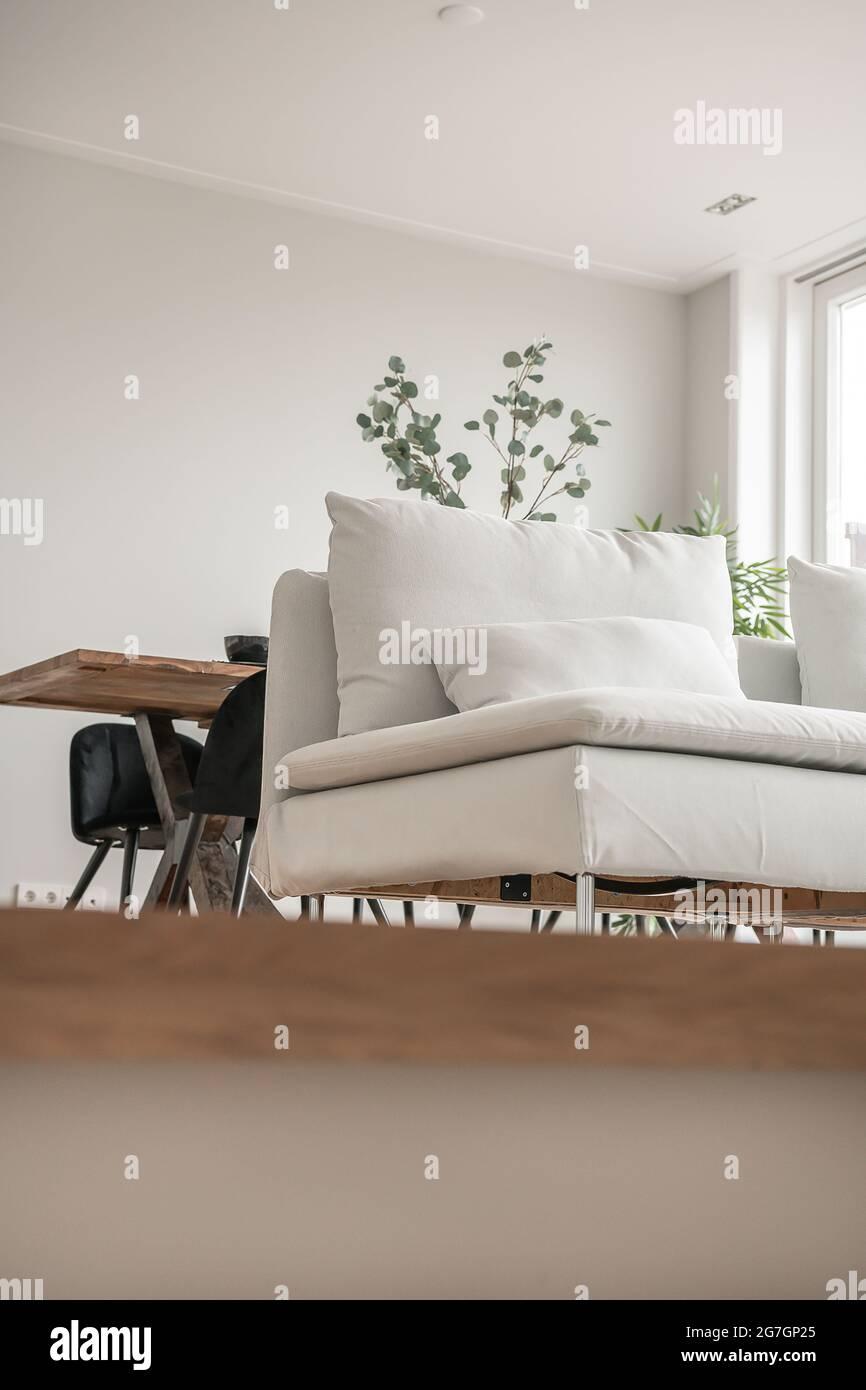 Canapé dans le salon de luxe à l'élégance Banque D'Images