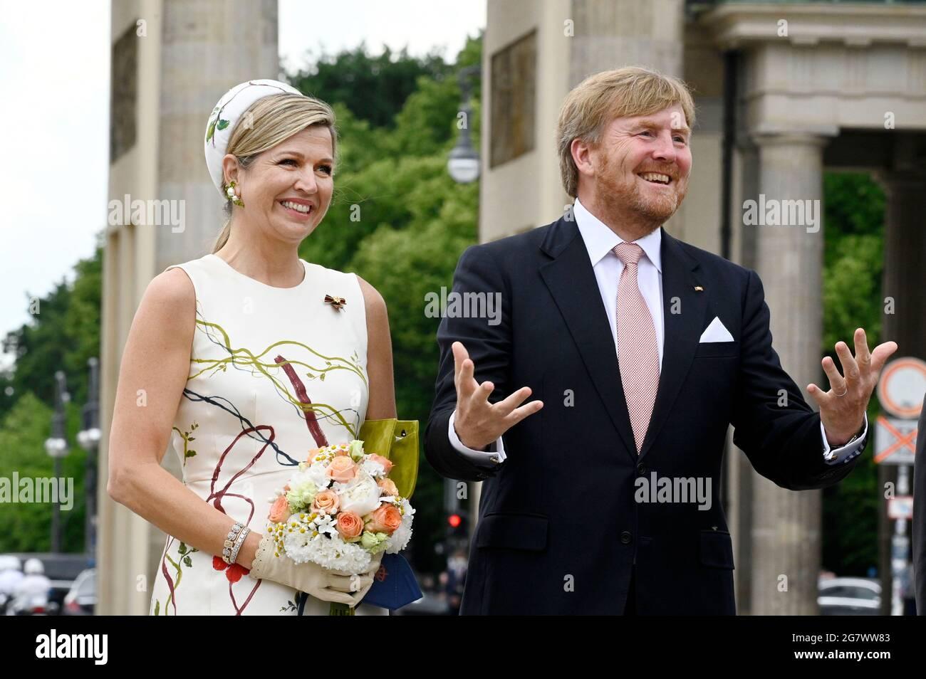 La reine Maxima et le roi Willem-Alexander des pays-Bas visitent le Brandenburger Tor le 5 juillet 2021 à Berlin, en Allemagne. Banque D'Images