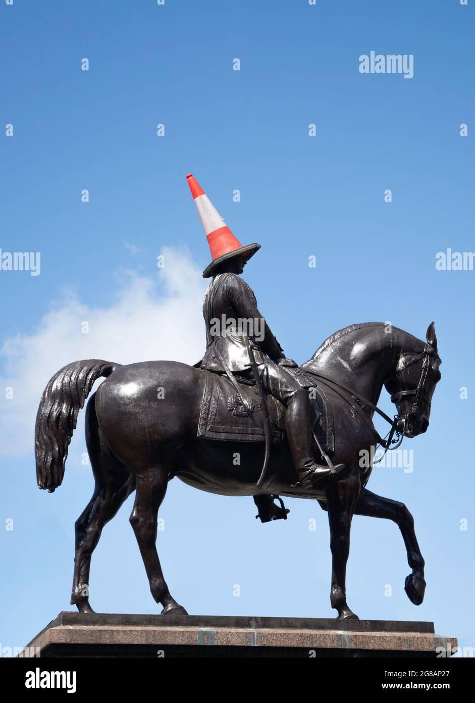 Statue équestre du duc de Wellington avec chapeau de « bardard à la circulation », George Square, Glasgow City, Écosse, Royaume-Uni Banque D'Images