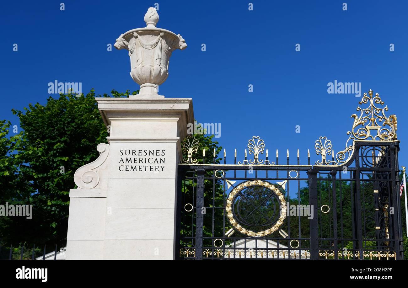 L'entrée dans le cimetière américain de Suresnes. Situé juste à l'extérieur de Paris, il commémore les membres du service américain qui ont perdu la vie pendant la guerre mondiale Banque D'Images