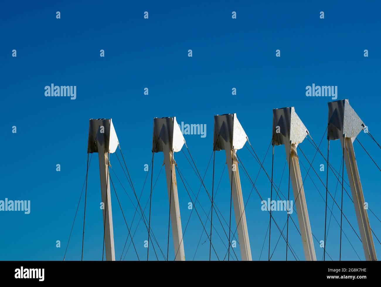 Torrox Costa, Espagne vue détaillée de l'architecture moderne Résumé concept ciel bleu clair fournit l'espace de copie image détaillée de la structure métallique Banque D'Images