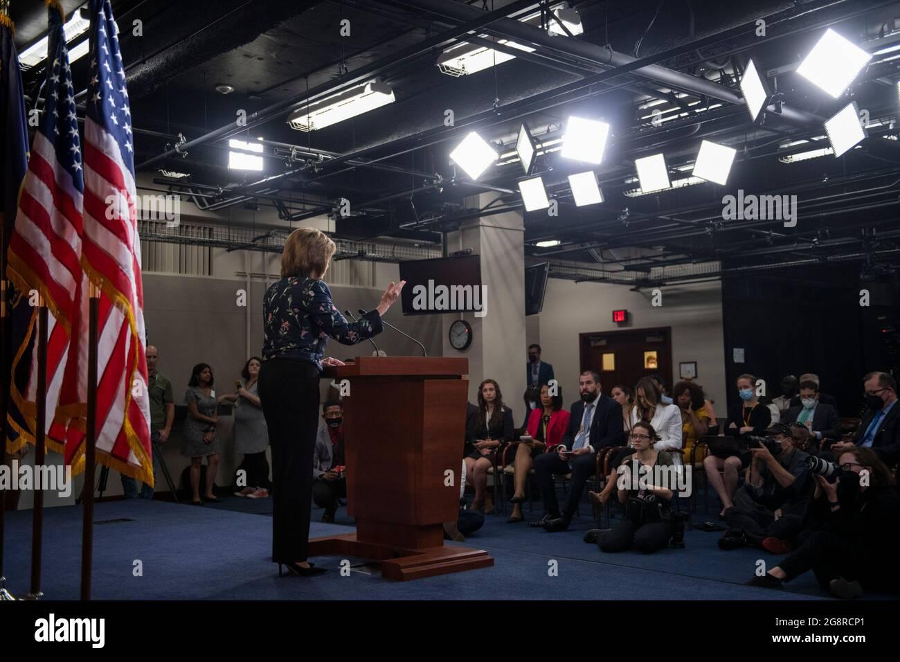 Washington, États-Unis d'Amérique. 22 juillet 2021. La Présidente de la Chambre des représentants des États-Unis Nancy Pelosi (démocrate de Californie) fait des remarques lors de sa conférence de presse hebdomadaire au Capitole des États-Unis à Washington, DC, le jeudi 22 juillet 2021. Crédit: Rod Lamkey/CNP/Sipa USA crédit: SIPA USA/Alay Live News Banque D'Images