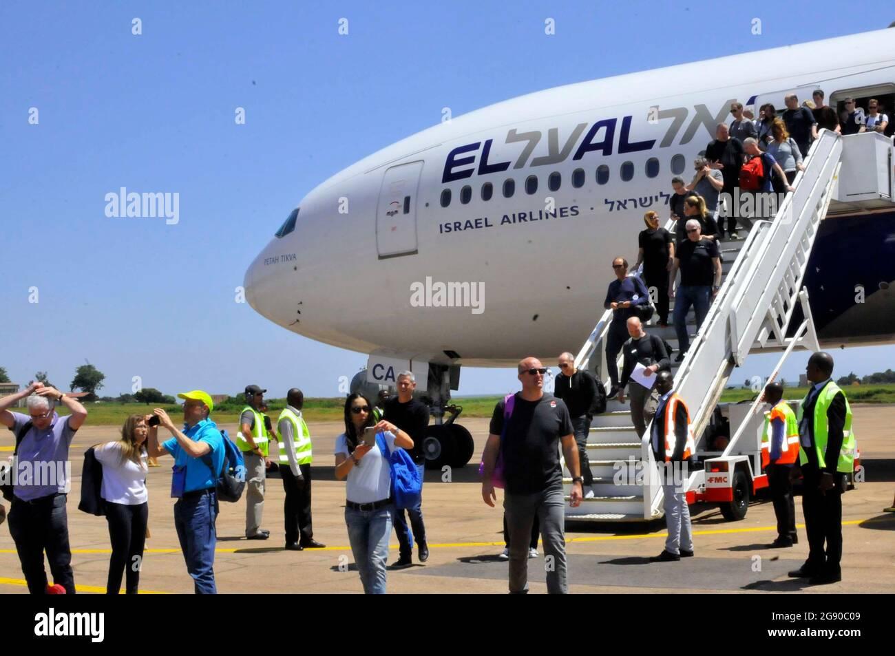 Un moment historique d'un avion israélien à l'aéroport d'Entebbe en Ouganda après 42 ans. Cet aéroport a été détruit par les forces israéliennes en 1977. La photo a été prise le 13 juillet 2019 lorsque plus de 300 touristes sont venus visiter le pays. Ouganda. Banque D'Images