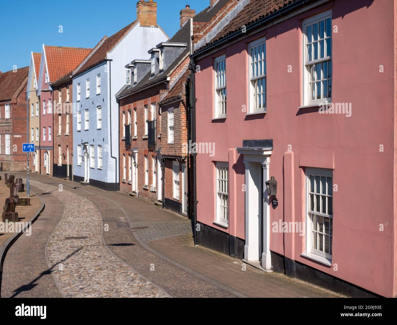 Maisons colorées historiques de caractère sur Quayside face à la rivière Wensum dans le centre-ville de Norwich, Norfolk UK. Banque D'Images