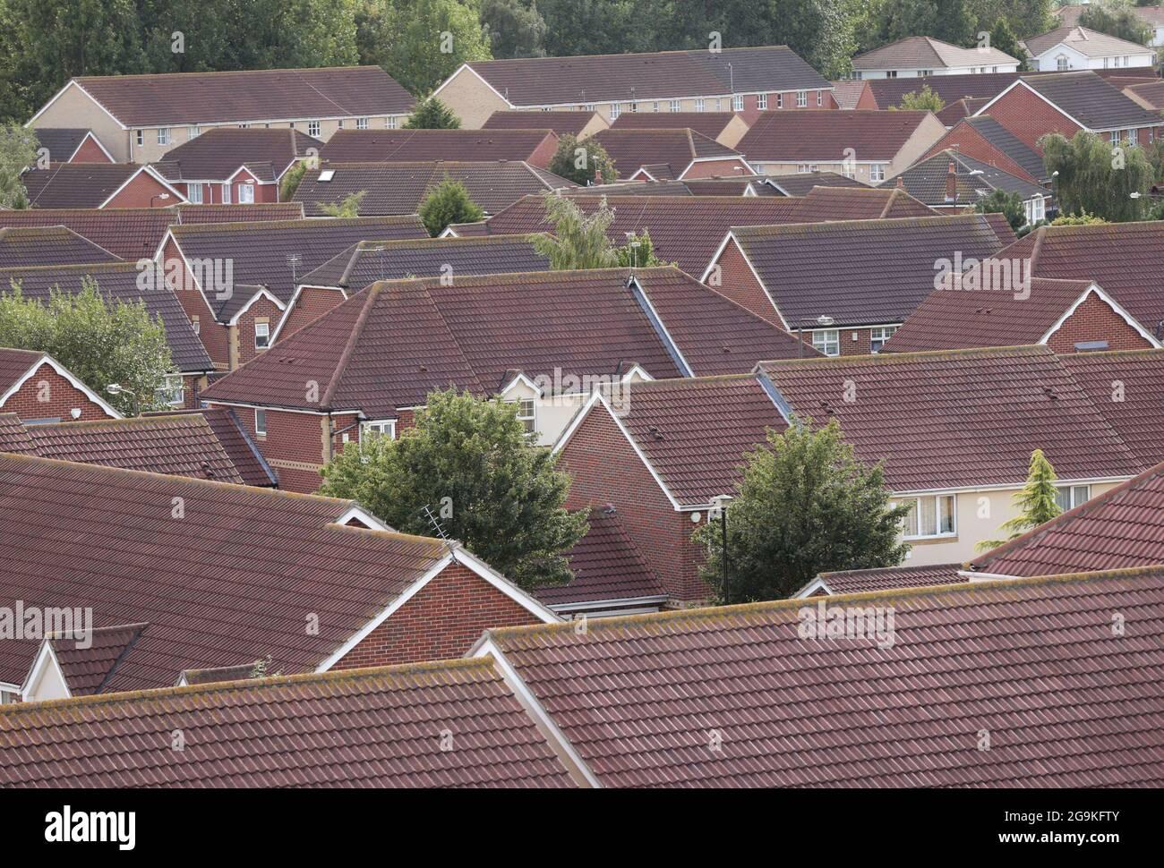 Photo du dossier datée du 19/08/14 d'une vue sur les maisons de Thamesmead, au sud-est de Londres. Les prix de l'immobilier sont maintenant près d'un tiers (30%) de plus en moyenne qu'un précédent pic du marché en 2007, a constaté une analyse de Zoopla. Date de publication : le mardi 27 juillet 2021. Banque D'Images