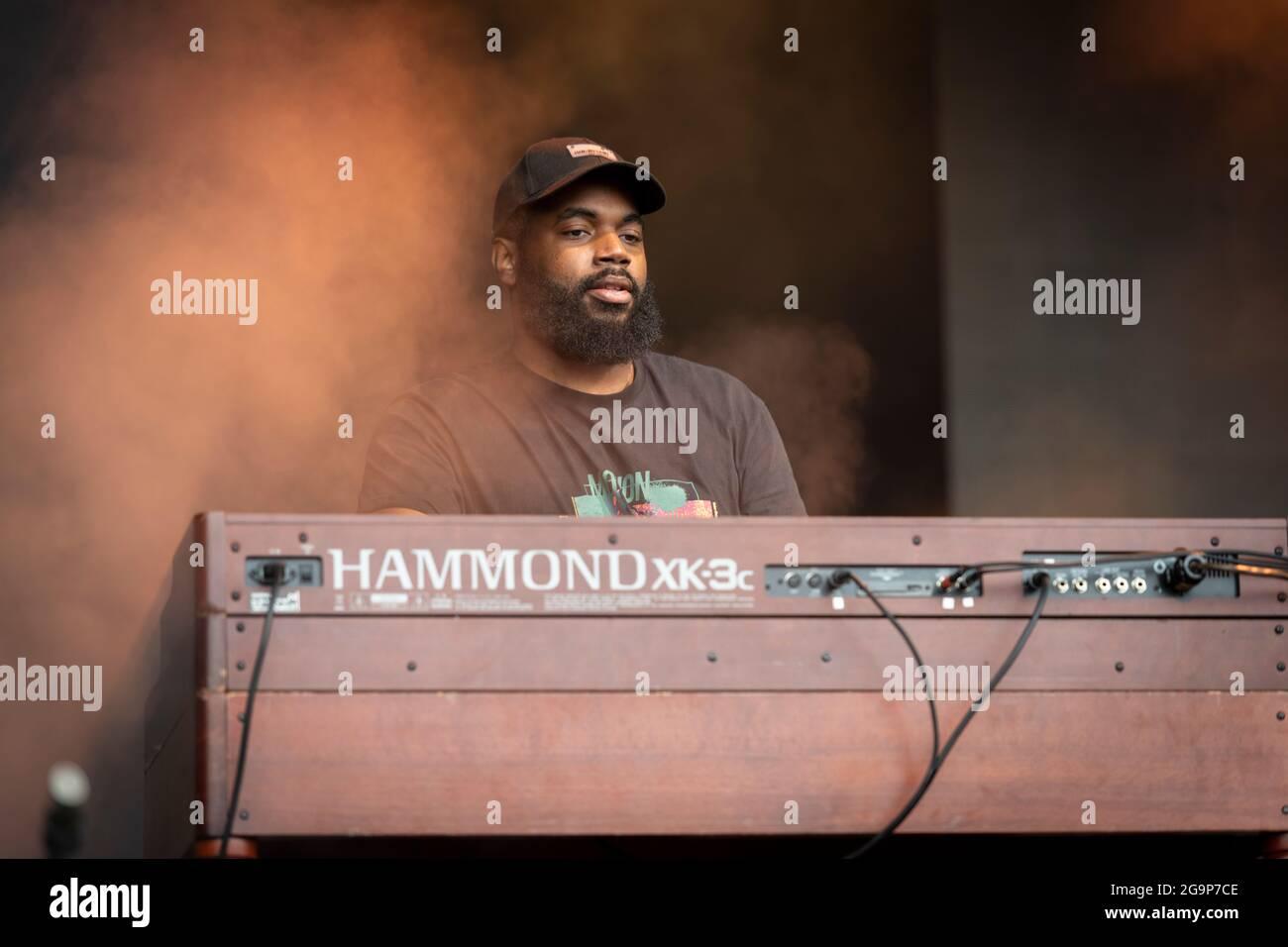 Michael Patrick joueur de clavier dans le groupe Jake Bugg au festival de musique d'appel Standon 2021 Hertfordshire Royaume-Uni Banque D'Images