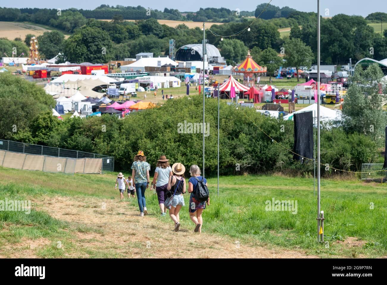 Standon, Hertfordshire, Royaume-Uni. 22 juillet 2021. Les gens arrivent au festival de musique d'appel Standon qui aura lieu ce week-end. C'est l'un des premiers fes Banque D'Images