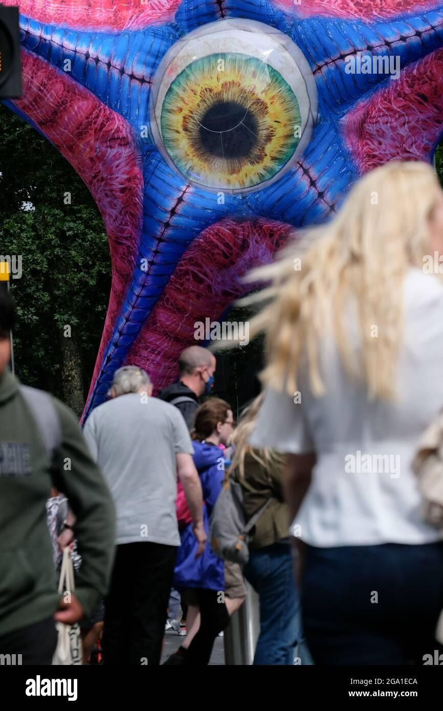 Leicester Square, Londres, Royaume-Uni. 28 juillet 2021. Une statue géante de Starro installée à Leicester Square pour l'ouverture de l'escouade de suicide. Crédit : Matthew Chattle/Alay Live News Banque D'Images