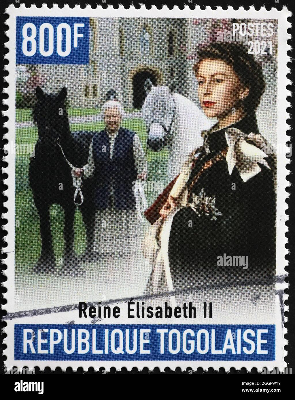 La reine Elisabeth II avec les chevaux sur le timbre-poste Banque D'Images