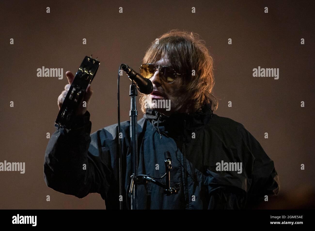 Newport, Ile de Wight, Royaume-Uni, vendredi 17 septembre 2021 Liam Gallagher se produit en direct au festival de l'île de Wight Seaclose Park. Credit: DavidJensen / Empics Entertainment / Alamy Live News Banque D'Images