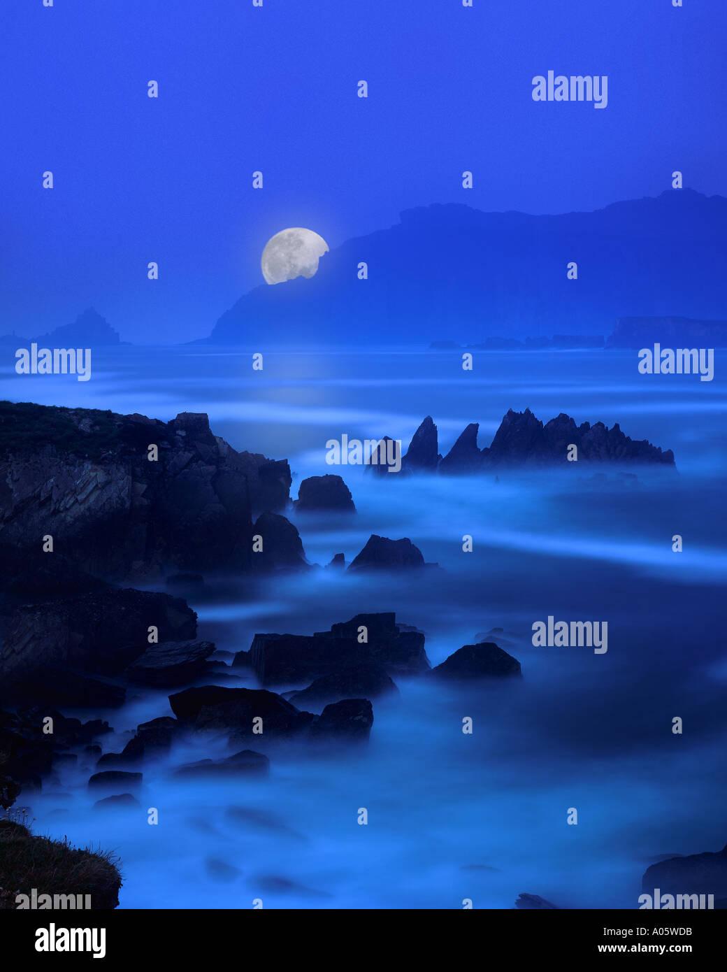 IE - comté de Kerry: Lune sur Ballyferriter Bay Photo Stock
